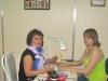 Наталья Петухова выполняет японский маникюр